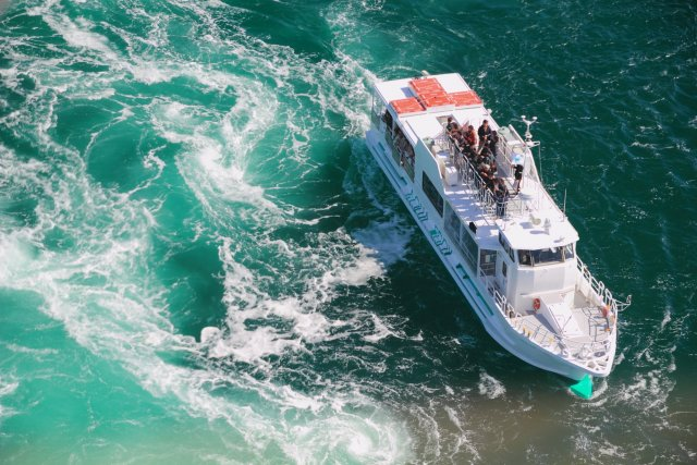 Board a whirlpool sightseeing boat